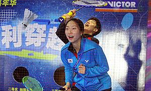李龙大成池铉表演赛与球迷互动