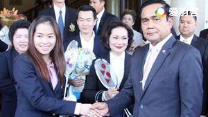 因达农和泰国总理PK羽毛球