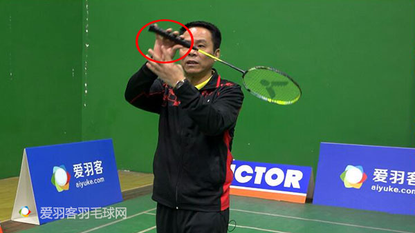 推反手底线 (1)推反手底线 (3)技术要点    发力核心就是后三指的挤压