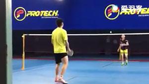 陈文宏模仿林丹经典背后回球,大家看看像吗?