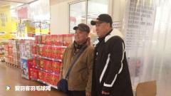 网友撞见李永波逛超市,纷纷求合影