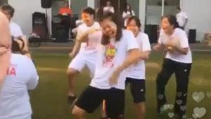 汤尤杯赛前放空自己,印尼队集体跳魔性舞蹈