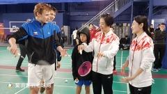 世界冠军龚睿那现身加拿大,为世青赛选手传道授业