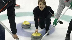 可爱丨奥原希望玩冰壶瞬间变马琳!