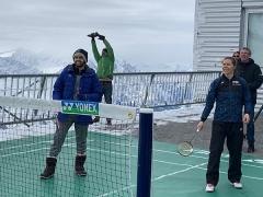在海拔3000米雪山打羽毛球是什么体验?
