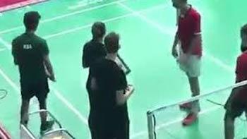 尴尬!沙特选手拒绝和以色列选手打比赛,背包直接走人!