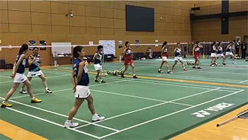 日本队举行公开训练,现场众多媒体围观