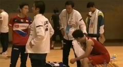 桃田贤斗输球后伤心落泪,朴柱奉拍肩安慰