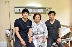韩媒:李龙大的母亲患癌,他盼与柳延星再次冲击世界冠军