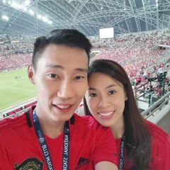 李宗伟化身魔粉,随妻子去新加坡看足球