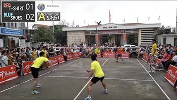 越南户外水泥地羽毛球比赛,这水平不低!