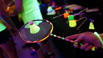 还是?#36132;?#20250;玩,夜光羽毛球大赛你想参加吗?