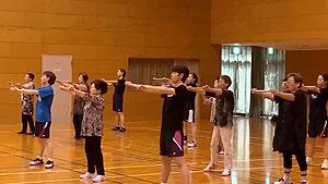 福岛由纪广田彩花混进广场舞?这热身毫无违和感!