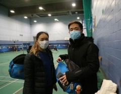 中国香港队员戴口罩外出 被欧洲人辱骂嘲笑