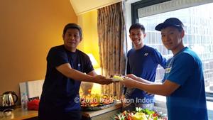 印尼队为费尔纳迪庆祝29岁生日!而立之年会迎来突破吗?