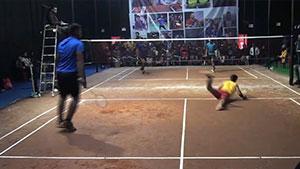 地面也敢鱼跃!印度室外羽球赛这水平如何?