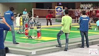 """少见的机器人双打比赛!""""一个人""""拿4把球拍不犯规吗?"""