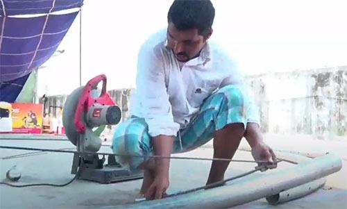 印度牛人造了一把全球最大的羽毛球拍!看了吓一跳