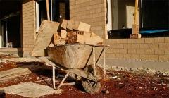 伊万诺夫疫情期训练科目:搬砖 举浴缸 砍木头