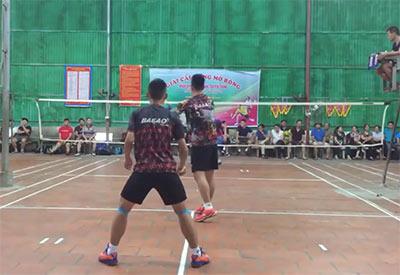 越南乡村瓷砖地羽毛球比赛,这水平不低啊!