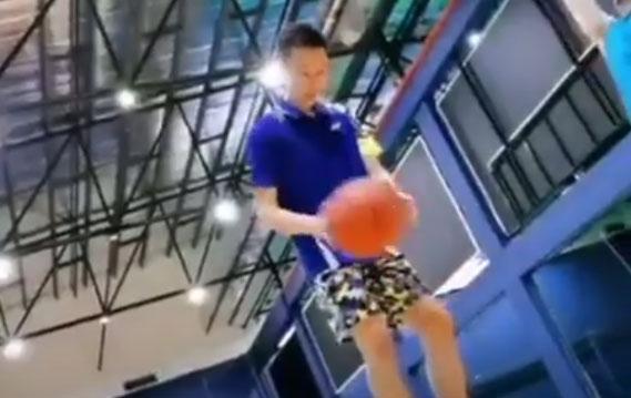 李宗伟退役后玩篮球,这3分投篮命中率也太高了