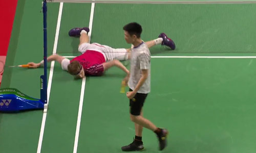 一言不合就砸地板!刘国伦2-0横扫安东森精彩集锦