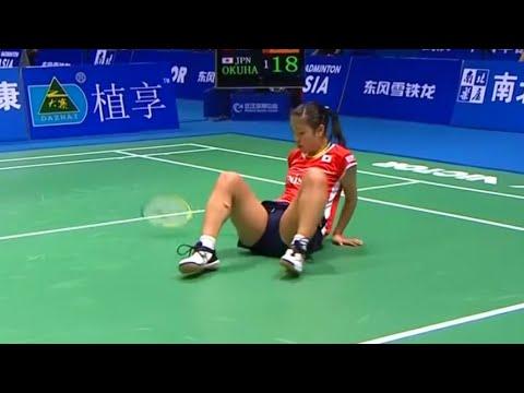 国际比赛搞笑一刻集锦!拍子掉了用手打球是什么鬼?