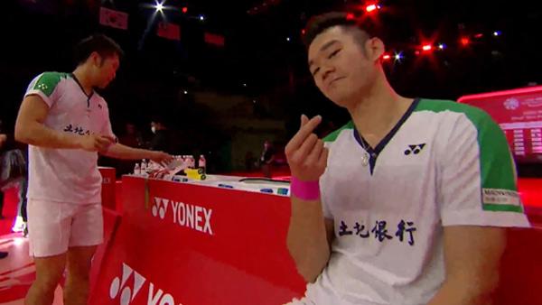 比赛一度紧张到王齐麟发球手抖 现场尖叫连连