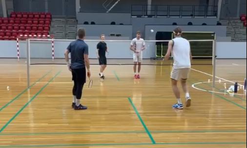 安赛龙光速扣杀让人措不及手 丹麦国羽训练日
