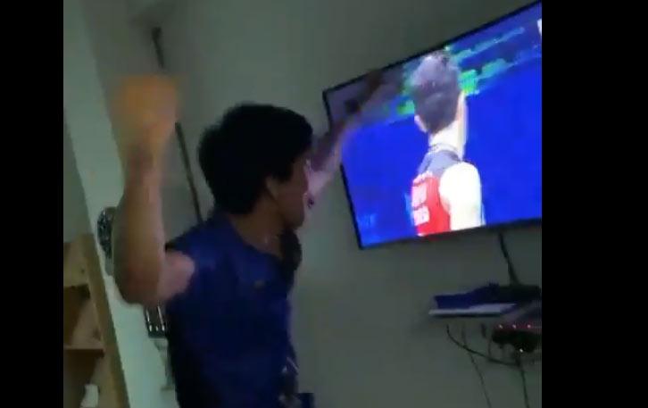 李梓嘉爆冷桃田,看直播的大马球迷疯狂庆祝!