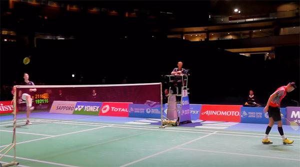 【低视角】安赛龙vs林丹,这场比赛丹麦龙气得扔球拍