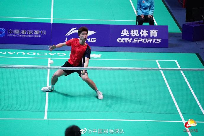 白玉鹏VS翁泓阳 2021全运会羽毛球 男单资格赛视频