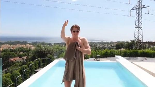 这是不给钱就能看的吗?安东森猛男泳池秀!