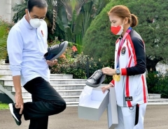 印尼总统帮波莉宣传品牌