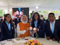 印度总理兑现承诺,请辛德胡吃冰淇淋