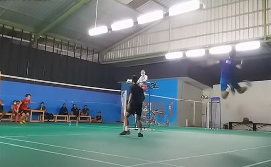 【低视角】印尼业余男双比赛,这跳杀能力惊人!