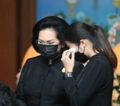 因达农母亲举行葬礼,众多泰国体育界人士出席