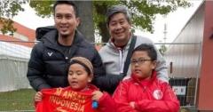 印尼最佳铁杆粉丝 阿山送球衣鼓励
