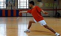 羽毛球步法:蹬跨步