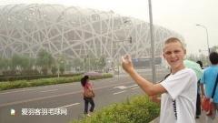 安赛龙晒青涩同年照,自爆9年前曾来中国